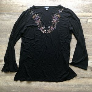 J Jill Medium Black Stretch V-Neck Embroidered Top